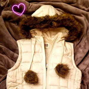 HOODED WHITE PUFFER VEST WITH FUR ACCENTS